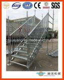 Escadas de aço no exterior para o evento de desembarque ou armazém