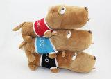 プラシ天のクリスマス犬はおもちゃによって詰められたトイドッグを詰めた