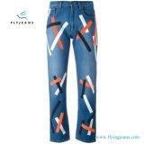 Джинсыы подкладки джинсовой ткани друга голубыми напечатанные женщинами