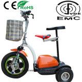 Anziani tre della rotella del motorino elettrico di mobilità con la doppia sede