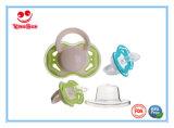 Neugeborener bester Baby-Friedensstifter mit Kappe