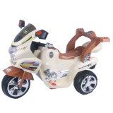 Conduite d'enfants sur la motocyclette électrique de 3 roues