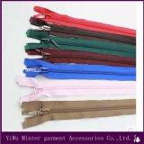 Acessórios de vestuário de alta vlqprd elaborados zíper de nylon de cadeia longa para vendas