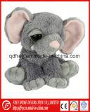 Les enfants de cadeaux de l'éléphant d'animaux en peluche jouet