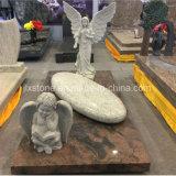 Grafsteen van het Beeldhouwwerk van de Engel van de Steen van het graniet de Bevindende