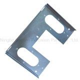 Metallplatten beim Stempeln mit kundenspezifischer Oberflächenbehandlung