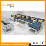 耐久の屋外の庭のテラスのクッションが付いている耐候性があるアルミニウムPEの藤のソファーの家具のラウンジ