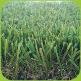 정원 훈장을%s 인공적인 잔디를 정원사 노릇을 하는 C 모양