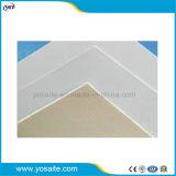 屋根ふきのためのポリエステル網と補強される自己接着PVC防水膜