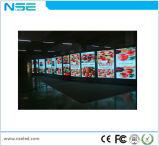 전시 화면을 광고하는 HD 1080P iPhone 토템 LED를 서 있는 지면