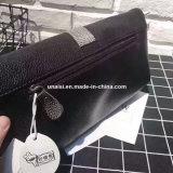チェーンストラップが付いている標準的なPUの革メッセンジャーのクラッチの札入れ袋