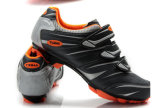 高品質の通気性の自転車はスポーツの靴を循環させるバイクの靴に蹄鉄を打つ