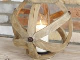 Lanterna di legno circolare rustica con la tazza di vetro all'interno