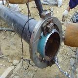 El extremo del tubo neumático de la máquina de ranura
