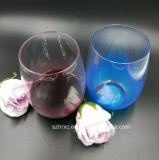 茎のワイングラスのないプラスチック