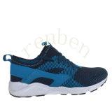 新しく熱い人の普及したスニーカーの靴
