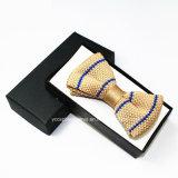 고품질 뜨개질을 한 나비 넥타이