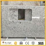 Controsoffitto della cucina del granito di bianco G655 e parte superiore bianchi naturali di vanità