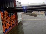 溶接される炭素鋼の管のあたりで油をさされて