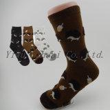 Katoenen van de Bemanning van dames Warme Sokken met de Dierlijke Patronen van het Garen van de Veer