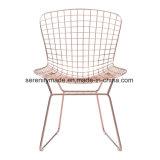Cadeira de metal de ouro