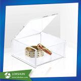 자물쇠를 가진 명확한 아크릴 상자