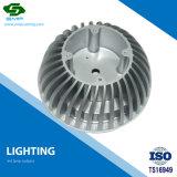 늘어진 가벼운 전등갓을 기계로 가공하는 알루미늄 물자 CNC
