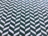 Mattonelle di mosaico di marmo bianche della miscela di verde del reticolo del Chevron