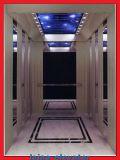 مسافرة مصعد مع صغيرة آلة غرفة