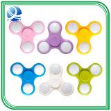 De hete Verkoop Plasitc friemelt Spinner de Meer LEIDENE van de Kleur Spinner van de Hand