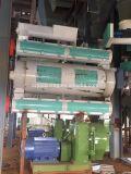 Pollos a gran escala que hace la máquina en la línea de alimentación