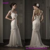 O um ombro moderno Tulle-Drapejou o vestido de casamento cabido com detalhe frisado da flor do laço