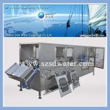 Remplissage de l'eau de 5 gallons et machine de cachetage