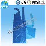 低価格の台所のための使い捨て可能な防水長いプラスチックPEのエプロン