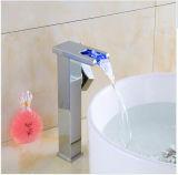 Miscelatore del bacino della stanza da bagno della cascata del supporto LED della piattaforma