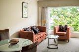 厚遇の家具のホテル/アパートの居間のソファーの椅子