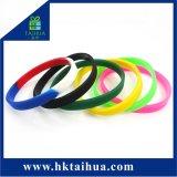 Wristband sottile del braccialetto del silicone da 1/4 di pollice con il marchio su ordinazione per la promozione