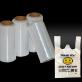 El plástico blanco se aferra película para empaquetar