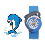 La vente en gros personnalisent la montre de silicones de claque de logo pour l'enfant
