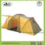 2つの寝室が付いている4人グループのテント1つの居間