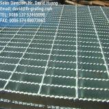 電流を通された棒鋼の床の格子