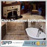 El cuarto de baño del oro embaldosa los azulejos de piedra de mármol del travertino que suelan y el interior de la pared