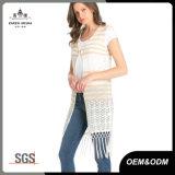 Frauen säumten geöffnete Knit-Weste-Wolljacke ein