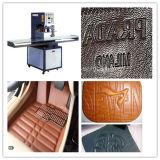 製造業者は札入れのロゴのテキストの浮彫りになる機械の作成を専門にした