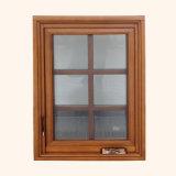 Finestra di legno con la finestra di alluminio esterna della stoffa per tendine del rivestimento