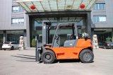 日産エンジンを搭載する中国のブランド5ton LPGのガスのディーゼルフォークリフト