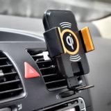 Il caricatore senza fili dell'automobile con il LED indica il potere ed il carico