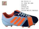 Quatre chaussures du football de gosses de taille de l'unité centrale deux de couleurs
