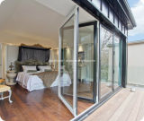 Het Terras dat van het Aluminium van het balkon Deuren met Berijpt Glas vouwt