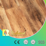 A mão do bordo da prancha 12.3mm do vinil raspou o revestimento de madeira laminado estratificado do parquet